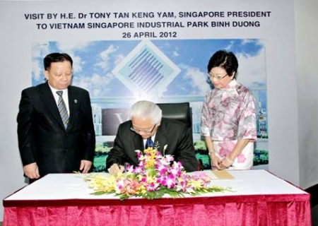 Working visit to Binh Duong by President of Republic of Singapore – Tony Tan Keng Yam